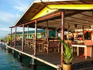 Uncle Chang - Resort, im Hintergrund die grüne Reihe der DZ