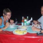 Peter und Birgit beim Kinilao-Futtern