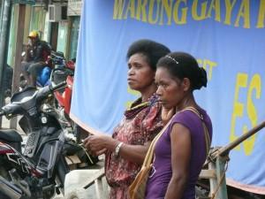 Frauen in Sorong, West Papua