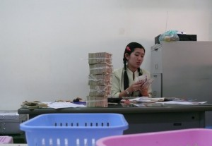 Geldwechsel in der Kambodiabank